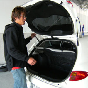 車内の荷物は全て降ろし、車を軽くします。