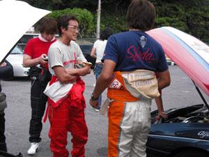 ミーティングも終わり、皆さんレーシングスーツに着替え いよいよ走行スタートです。