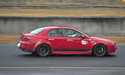 お天気は晴れたり、曇ったり。まだ路面状態の良くないままレースAの予選スタートです。