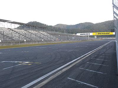 レース前の穏やかなサーキット。