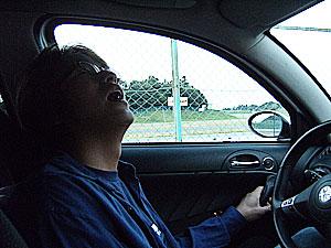 2時間睡眠に+仮眠中!?ですが運転中です。危険です!!